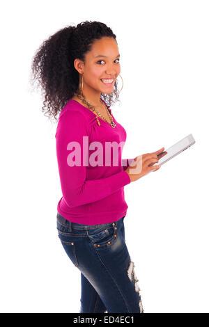 Porträt des jungen glücklich Afrikanerin mit Digital-Tablette. - Stockfoto