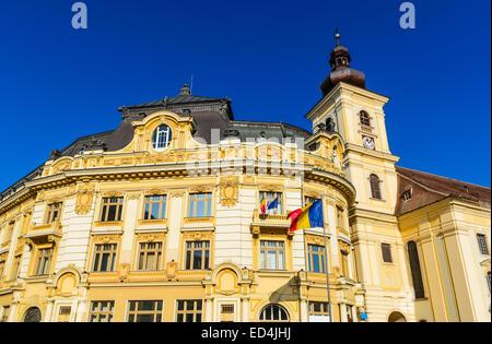 Architektur Details des Rathauses in großen Ring Sibiu Innenstadt, mittelalterliche Stadt in Siebenbürgen, Rumänien. - Stockfoto