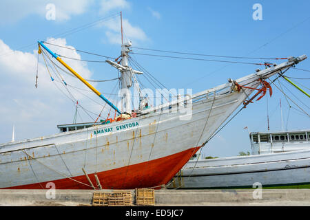Pinsi Schiffe im alten Hafen Sunda Kelapa, Nord-Jakarta, Indonesien - Stockfoto