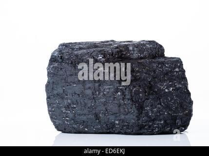 Großes Stück bituminöse Steinkohle auf weißem Hintergrund - Stockfoto