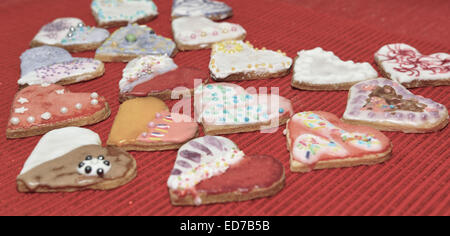 Cookies Lebkuchenherzen Liebe zum Valentinstag. - Stockfoto