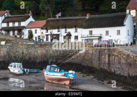 Morgendämmerung am Lynmouth Harbour im Exmoor National Park, Devon. - Stockfoto