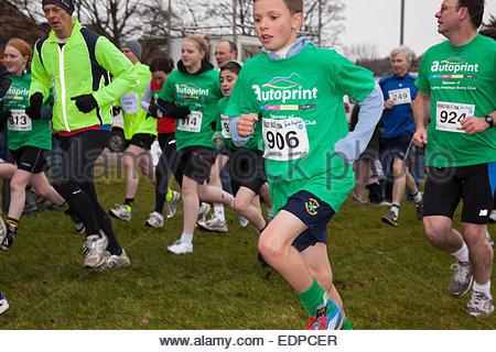 Läufer in Victoria Park Keighley BigK 10 K laufen, West Yorkshire England Großbritannien - Stockfoto