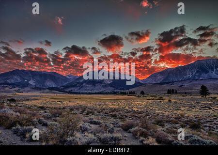 Sonnenuntergang über der Sierra Nevada - Stockfoto