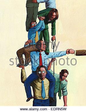 Geschäftsleute, die zusammen zur Form menschlichen Pyramide - Stockfoto