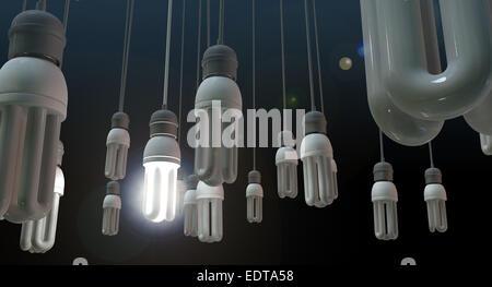 Eine Konzept Bild zeigt unbeleuchtet baumelnden fluoreszierenden Lampen mit einem glänzenden Mauerstruktur, Leadership - Stockfoto