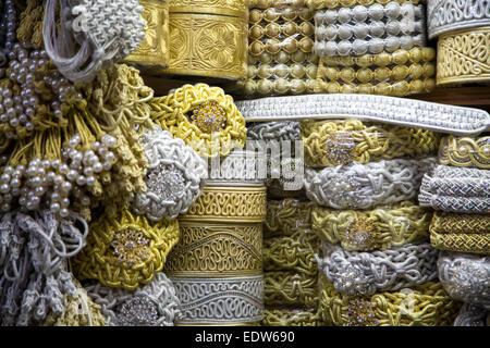 Marokkanische Handwerk auf dem Markt in Fez - Stockfoto