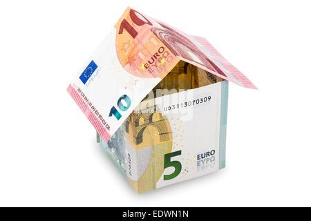 Haus aus Euro-Geld, isoliert auf weißem Hintergrund - Stockfoto