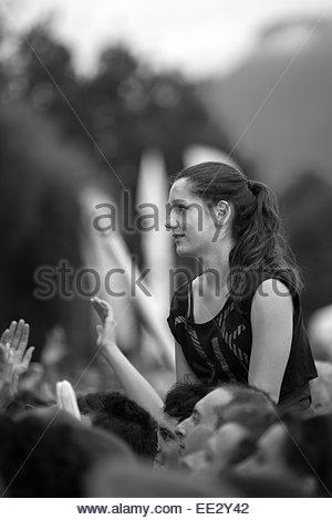 Jugendlichen Publikum während eines Konzerts - Stockfoto