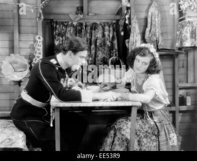 "Nils Asther, Joan Crawford, am Set des Films, ""Traum der Liebe"", 1928 - Stockfoto"