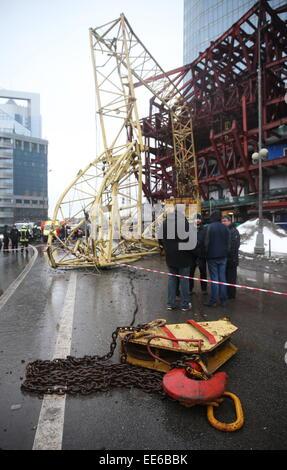 Moskau, Russland. 14. Januar 2015. Ein Blick auf eine eingestürzte Turmdrehkran auf dem Gelände der Moskwa-City - Stockfoto