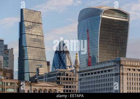 """Skyline von London mit dem """"Walkie-Talkie"""" Bau, """"Gherkin"""" und """"Cheesegrater"""" Gebäude im Blick. London, UK. - Stockfoto"""