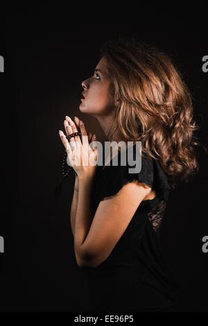 Betende Frau - Stockfoto