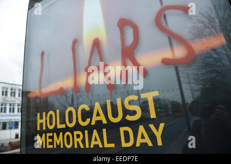 "Stratford High Street, London, UK. 16. Januar 2015. Ant-Semitic Graffiti, ""Lügner"" gesprüht auf Holocaust-Gedenktag - Stockfoto"