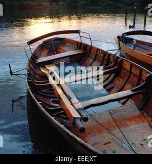 Ruderboote auf Derwentwater im englischen Lake District - Stockfoto