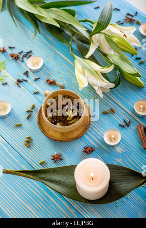 blaue blume und tee kerzen stockfoto bild 89771984 alamy. Black Bedroom Furniture Sets. Home Design Ideas