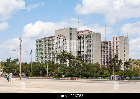 """Gebäude des Innenministeriums: Che Guevara Bild und Slogan """"Hasta la Victoria Siempre"""", Plaza De La Revolución, - Stockfoto"""