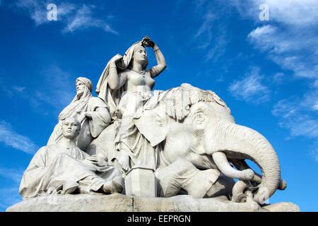 Die Asien-Gruppe von Statuen auf das Albert Memorial befindet sich in Kensington Gardens, London, England - Stockfoto