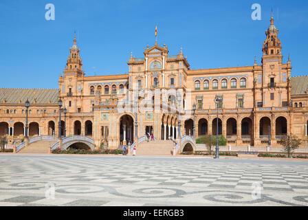 Sevilla, Spanien - 27. Oktober 2014: Plaza de Espana Platz entworfen von Anibal Gonzalez (1920er Jahre) im Art-Déco - Stockfoto