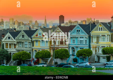 Painted Ladies viktorianischen Häusern am Alamo Square, San Francisco, Kalifornien, USA - Stockfoto