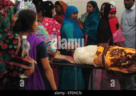 Dhaka, Bangladesch. 24. Januar 2015. Verbrannte Passagiere zugelassen für die Behandlung in der brennen Einheit - Stockfoto