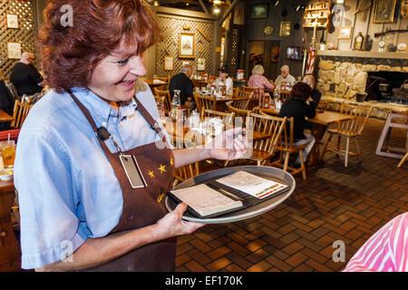 Vero Beach Florida Cracker Barrel Country Store Restaurant Frau Kellnerin bestellen Job arbeiten Mitarbeiter - Stockfoto