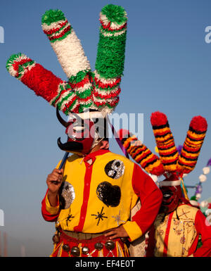 Eine Tänzerin verkleidet als Saint James aus Chocaman, Veracruz, Mexiko. - Stockfoto