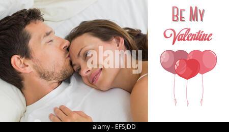 Zusammengesetztes Bild des entspannten Paares miteinander im Bett schlafen - Stockfoto