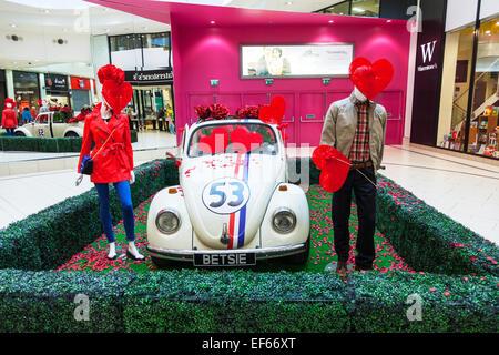 ... England · Herbie Volkswagan Käfer Auto Cabrio Valentinstag Liebe Herzen  Fahrzeuginneren Doncaster Stadt South Yorkshire UK   Stockfoto