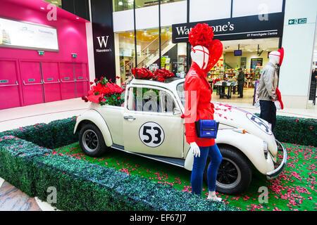 Herbie Volkswagan Käfer Auto Cabrio Valentinstag Liebe Herzen  Fahrzeuginneren Doncaster Stadt South Yorkshire UK   Stockfoto