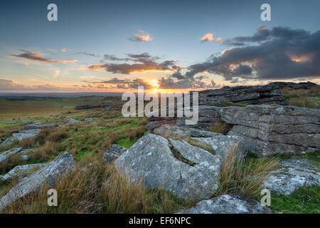 Sonnenuntergang von Alex Tor auf Bodmin Moor in Cornwall - Stockfoto
