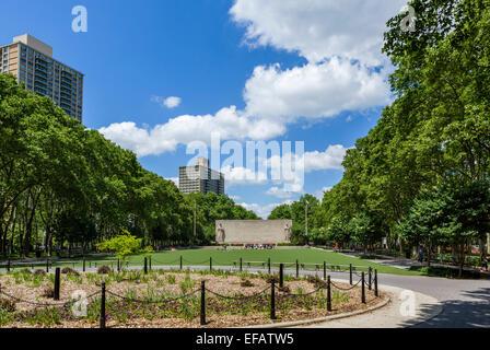 Cadman Plaza Park auf der Suche nach dem zweiten Weltkrieg War Memorial, Downtown Brooklyn/Brooklyn Heights, New - Stockfoto