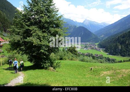 Fuß in Richtung Mayrhofen, Zillertal Tirol Österreich - Stockfoto