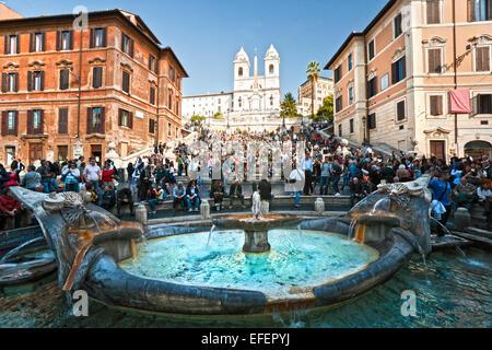 Rom - 22. Oktober: Touristen auf die spanische Treppe (Italienisch: Scalinata della Trinità dei Monti) am Octiber - Stockfoto