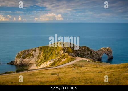 Sonnenaufgang über Durdle Door und die Jurassic Coast, Dorset, England