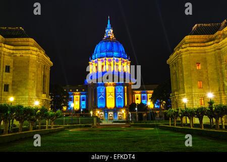 San Francisco City Hall in der Nacht beleuchtet - Stockfoto