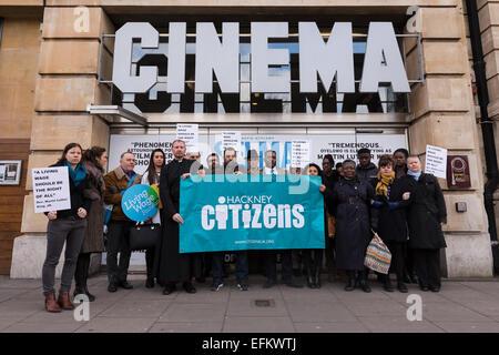 London, UK. 6. Februar 2015.  Demonstranten inszenieren einen Protest Forderung nach existenzsichernden Lohn Mitarbeiter - Stockfoto