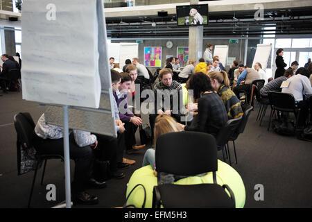 Moskau. 5. Februar 2015. Menschen nehmen Sie Teil am 5. Februar 2015 in Gruppendiskussionen im Innovation Center - Stockfoto