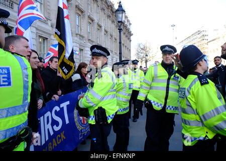 London, Großbritannien. 08 Feb, 2015. Hunderte von Moslems, vor allem aus dem Norden Englands, auf Whitehall versammelt, - Stockfoto