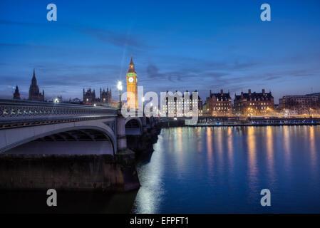 Westminster Bridge, die Themse und die Häuser des Parlaments, London, England, Vereinigtes Königreich, Europa - Stockfoto