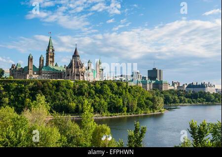 Blick über Ottawa mit seiner Parlament Centre Block vom Nepean Point, Ottawa, Ontario, Kanada, Nordamerika - Stockfoto