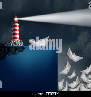 Schlechte Beratung Konzept als ein Leuchtturm mit einem hellen Leuchtfeuer nachschauen guiding Papier Schiffe von - Stockfoto