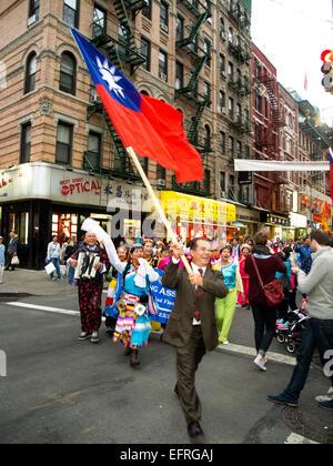 Eine Parade auf Bayard Straße in New Yorks Chinatown feiert die Kuomontang oder chinesische Volk Partei, die die - Stockfoto