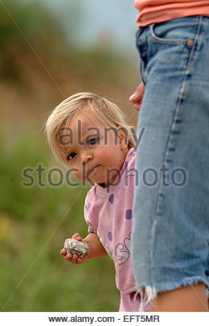 Einjähriges Kleinkind Boy Child (18-21 Monate) Portrait Mutter und Sohn Headshot Kopf und Schultern Gesicht Portrait - Stockfoto