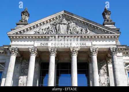 Das Reichstagsgebäude in Berlin - Sitz des Deutschen Bundestages. - Stockfoto