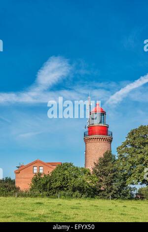 Der Leuchtturm von Bastorf befindet sich an der Ostsee, Rostock, Mecklenburg-Western Pomerania, Deutschland, Europa - Stockfoto