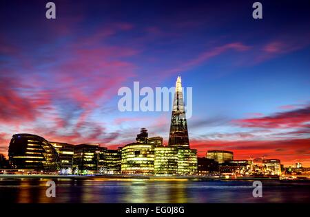 Sonnenuntergang über dem Shard, Rathaus und Skyline der Stadt, London, England, Großbritannien Stockfoto