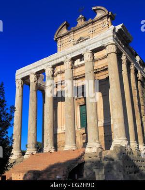 Tempel des Antoninus und Faustina, Forum Romanum, Rom, Italien - Stockfoto