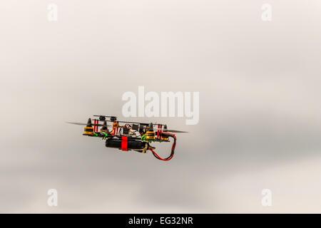 hoch fliegende Quadrocopter - Stockfoto