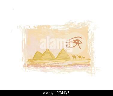 Ägypten-Symbole und Pyramiden - traditionelle Horus-Auge-Symbol und Kamel Silhouette vor - Stockfoto
